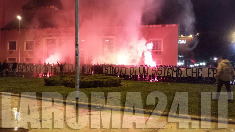 Roma Inter Circa 1000 Tifosi All 39 Esterno Dell 39 Olimpico