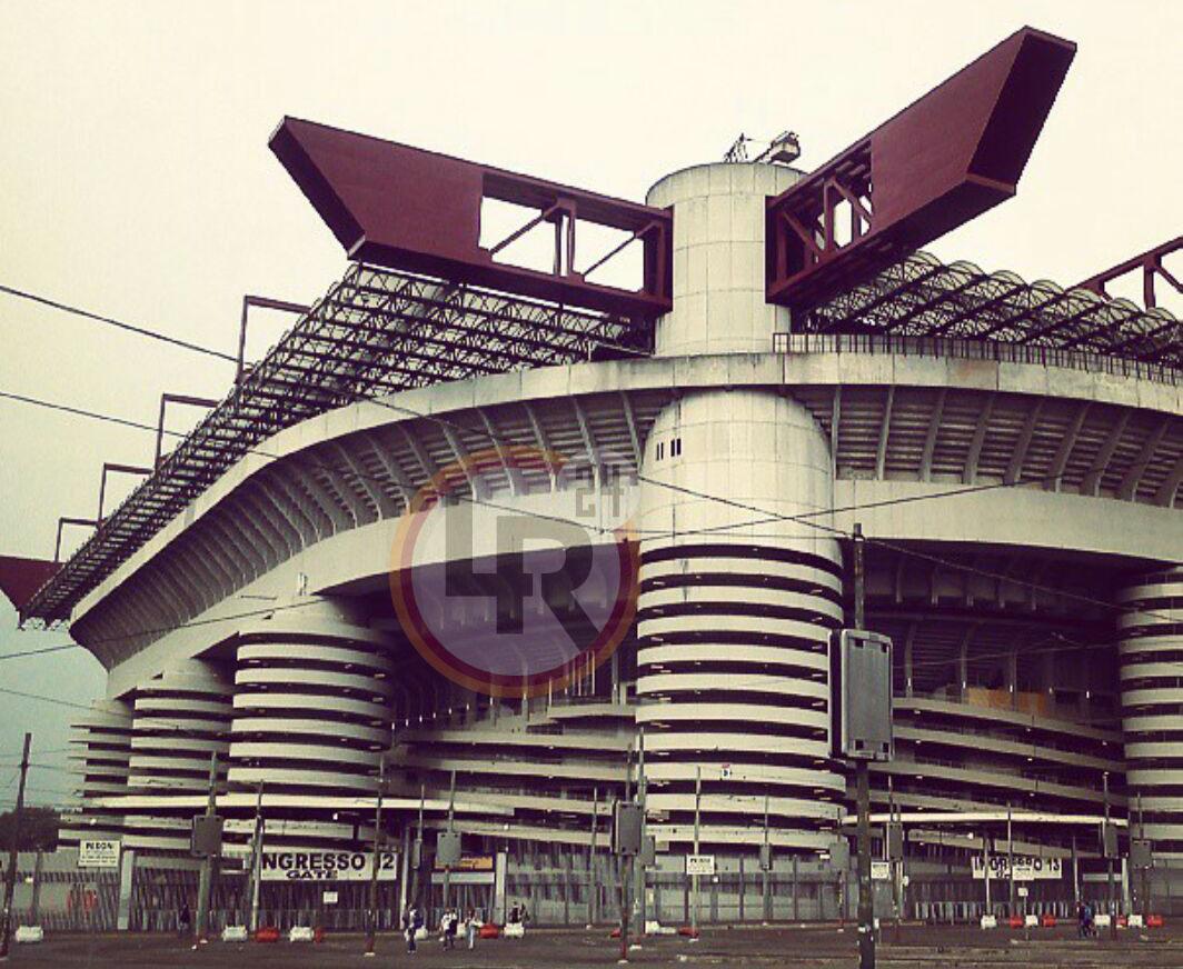 Inter Roma Tensione Tra Tifosi All 39 Esterno Dello Stadio