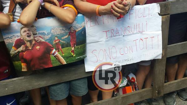 Ritiro Roma Totti Firma Autografi Allo Store 200 Tifosi