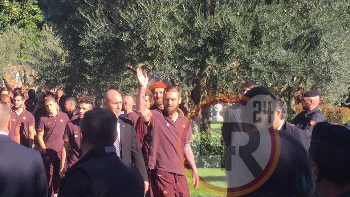 Curva Sud 1000 Tifosi Attendono La Roma All 39 Esterno Dell