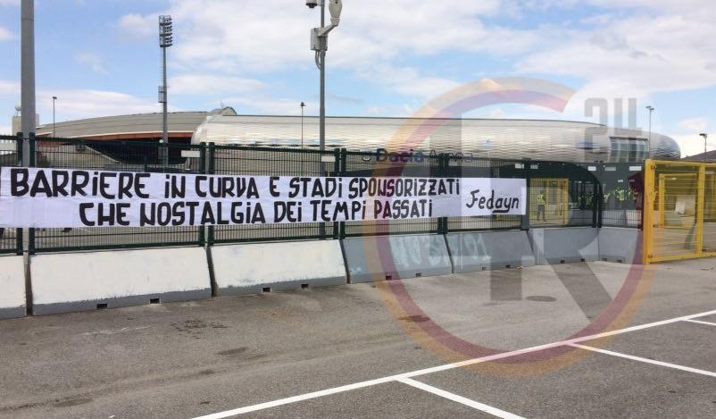 Udinese Roma Striscione All 39 Esterno Della Dacia Arena