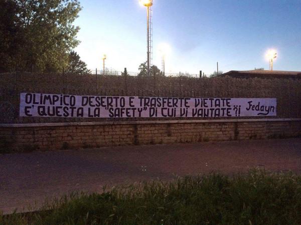 Roma Bologna Striscione All 39 Esterno Dell 39 Olimpico
