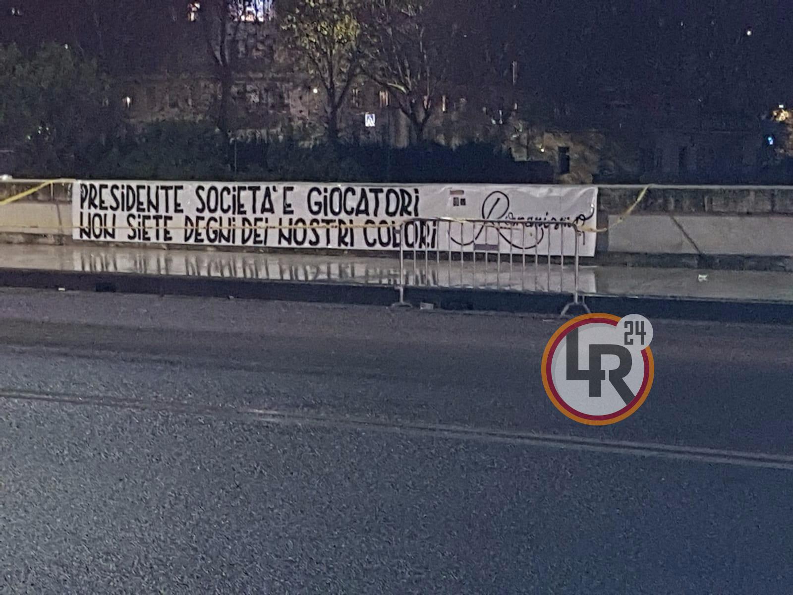 Foto Roma Genoa Squadra Fischiata Applausi Solo Per De